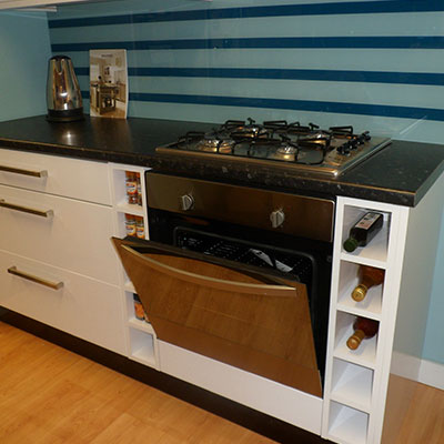Integreated Hotpoint hob and oven with wine racks